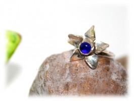 Bagues - Bague fleur coeur de cristal bleu
