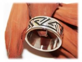 Bague alliance anneau motifs linéaires 8 mm